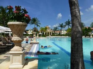 main-pool-to-main-house